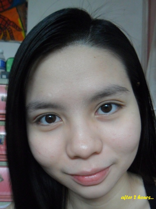 (c) sweetandlovelygirl.wordpress.com- after 2 hours with Maybelline foundation under room temperature.